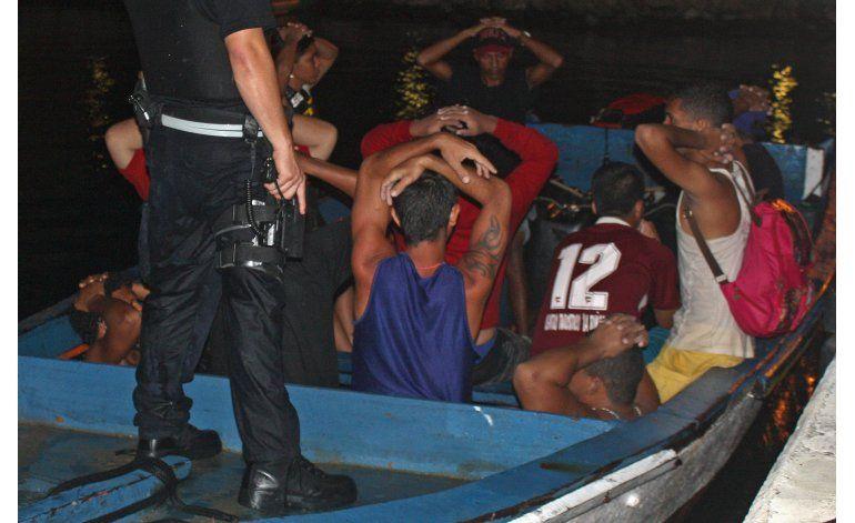 Detienen a 20 venezolanos y un colombiano en Curazao