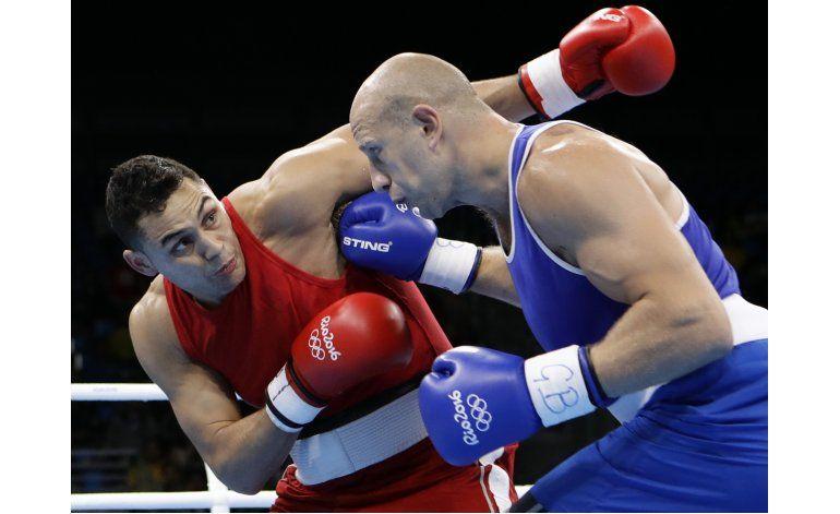 Argentino Peralta avanza a cuartos de pesos pesado en boxeo