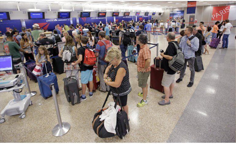 Delta anuncia nuevas cancelaciones de vuelos