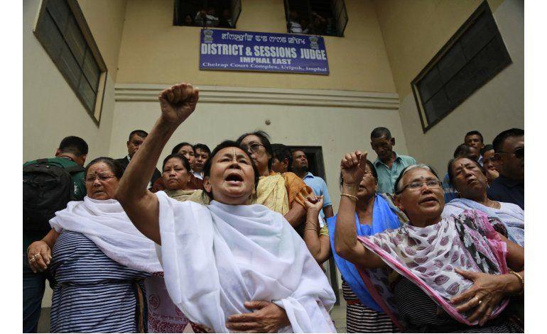 Activista pone fin a 16 años de huelga de hambre en la India