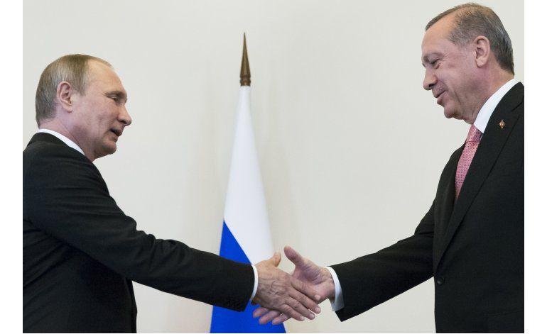 Putin y Erdogan se reúnen en intento por reparar relaciones