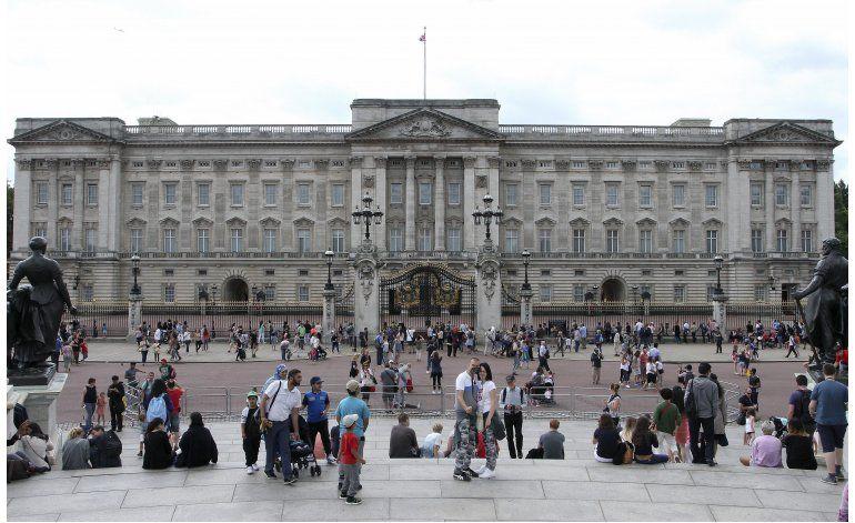 Joven detenido tratando de irrumpir en Palacio de Buckingham