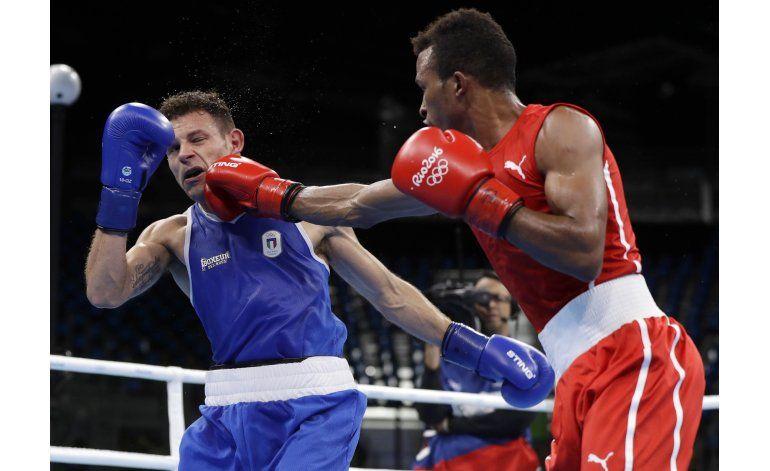 Cubano Alvarez supera el profesionalismo de Tommasone