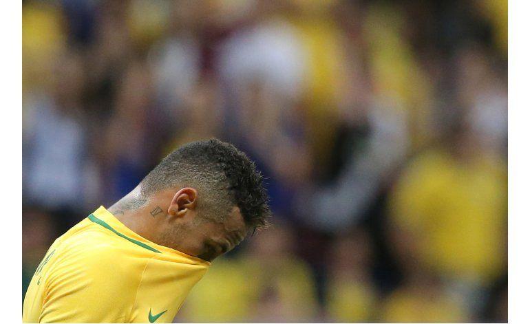 Técnico de Brasil defiende a Neymar: Hay que respetarlo