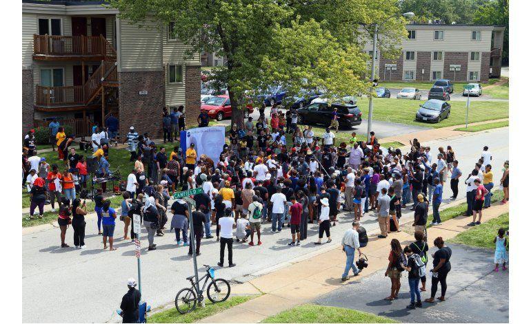 Manifestantes demandan a ciudad de Ferguson