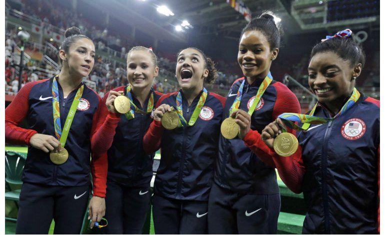Phelps, Ledecky y gimnastas bañan de oro a EEUU en Río