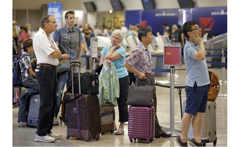 Pasajeros de Delta sufren 3er día de retrasos, cancelaciones