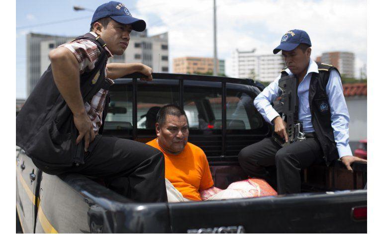 EEUU deporta ex militar guatemalteco buscado por masacre