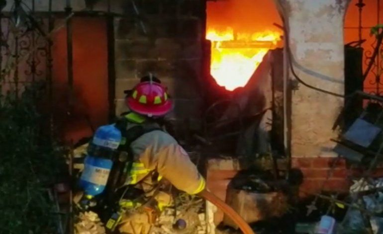 Hombre pierde su casa y todas sus pertenencias tras voraz incendio en el NW de Miami
