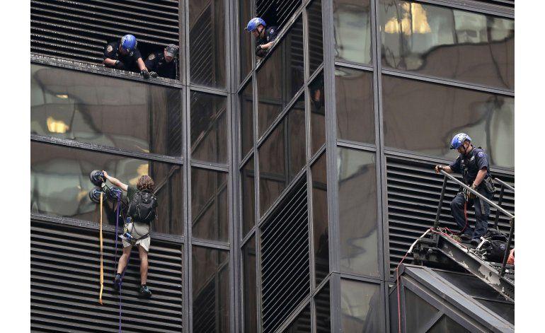 Hombre que escaló torre dice que quería audiencia con Trump
