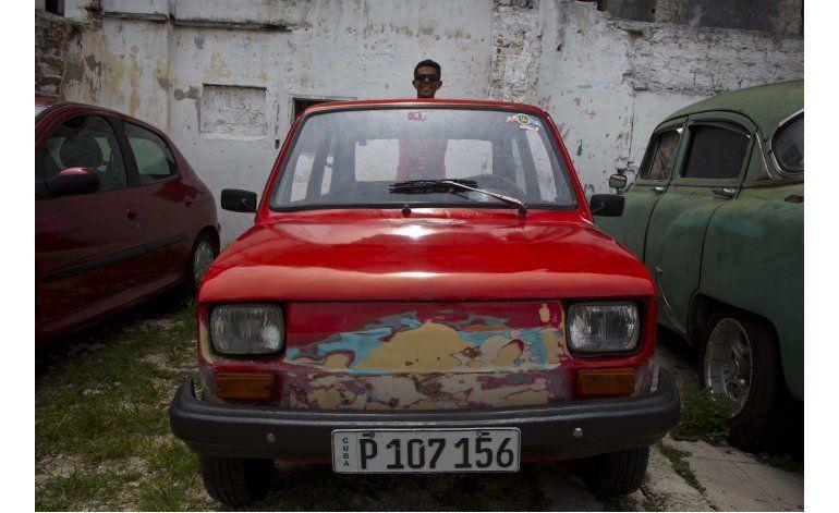 Un pequeño auto polaco, la nueva sensación en Cuba