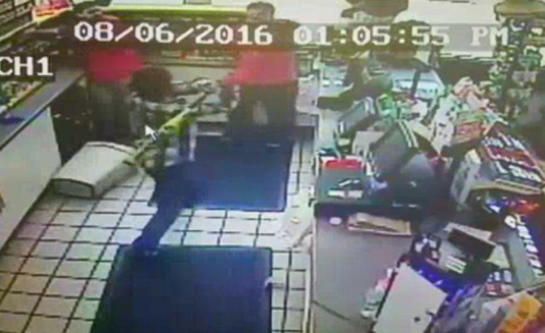 Salvaje ataque a batazos durante un asalto en Florida City  queda captado en cámara