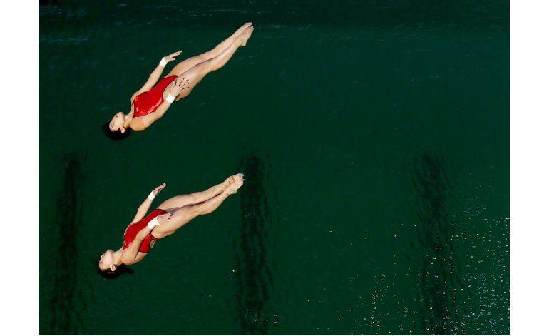 Cierran piscina de clavados para limpiar agua