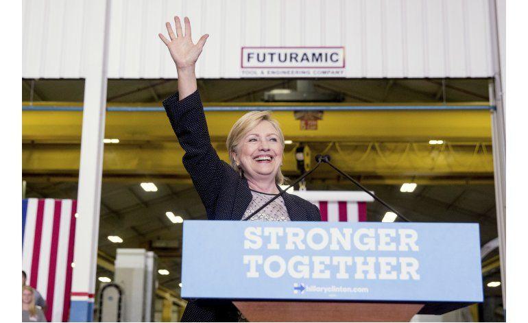 Ante fallas de Trump, Clinton trata de atraer a republicanos
