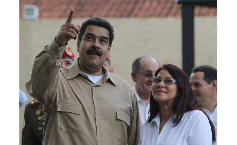 Maduro aprueba alza del 50% al salario mínimo en Venezuela