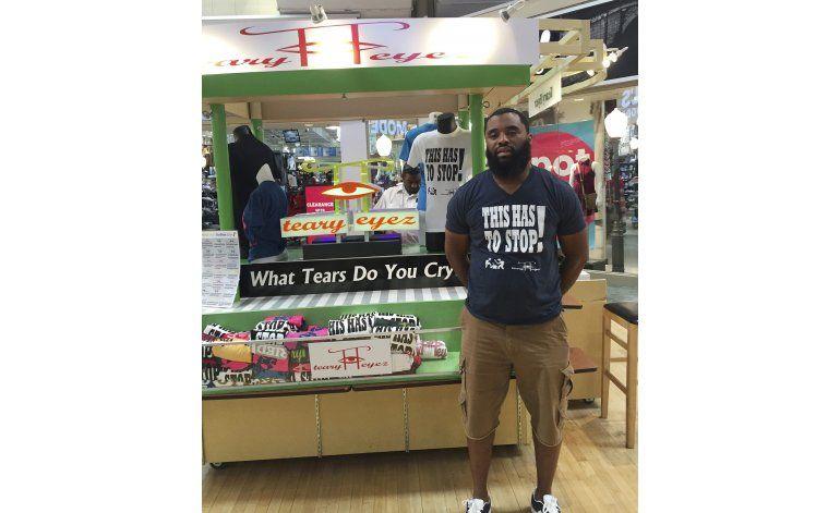 EEUU: Centro comercial se disculpa con vendedor de camisetas