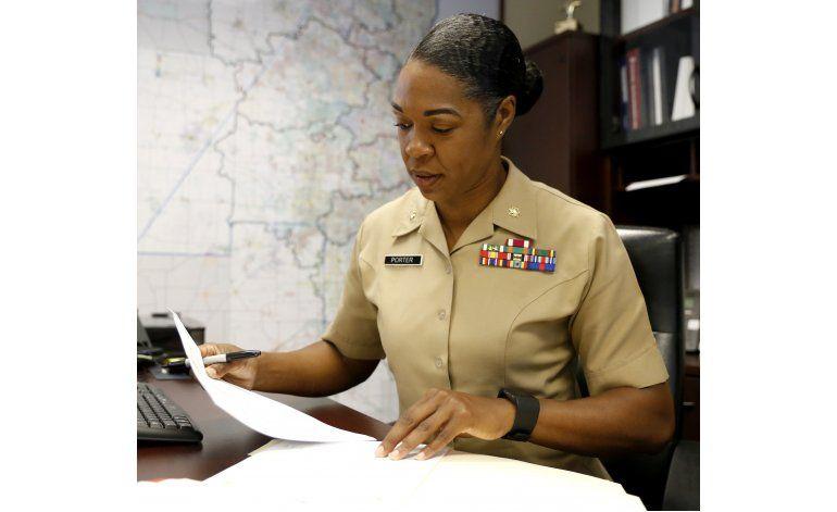 Marines buscan reclutar más mujeres en escuelas secundarias