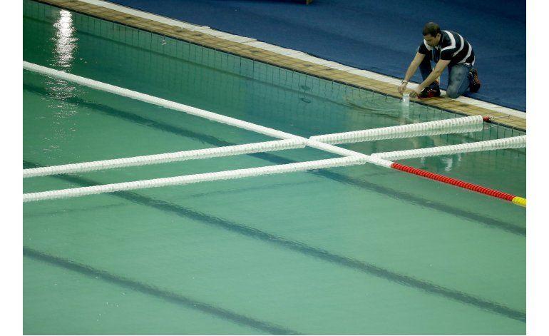 Vaciarán piscina con agua verde en Río
