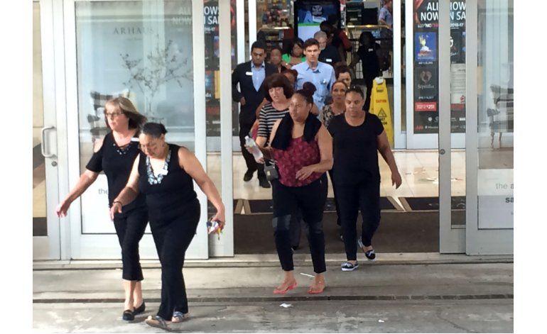 EEUU: Caos en centro comercial por reporte de disparos