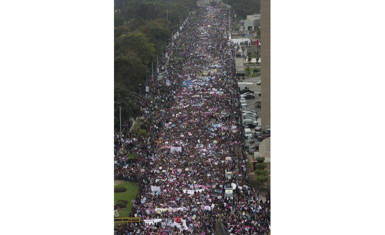Perú: Más de 50.000 protestan por violencia contra la mujer