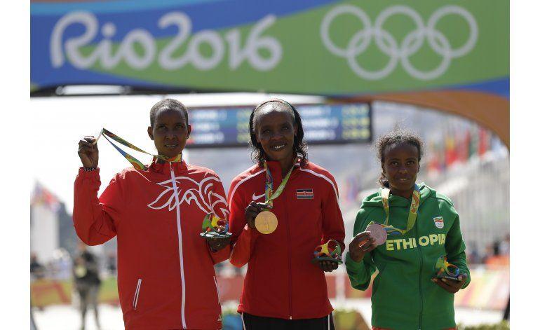 Keniana Sumgong se lleva el oro en maratón de mujeres en Río