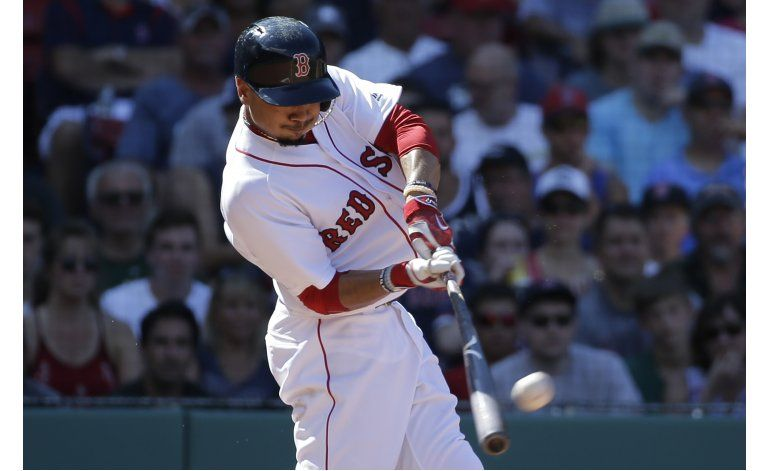Betts dispara 3 jonrones, Boston apalea a los DBacks