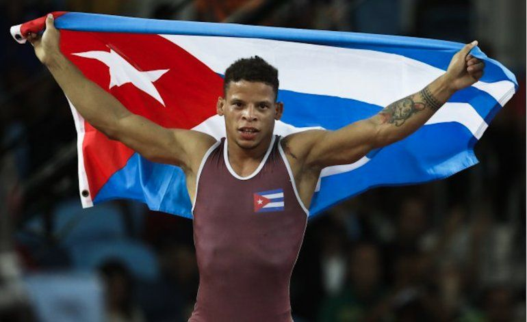 Luchador Ismael Borrero gana el primer oro de Cuba en Río