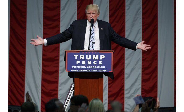 Trump vuelve a criticar a los medios, no a Clinton
