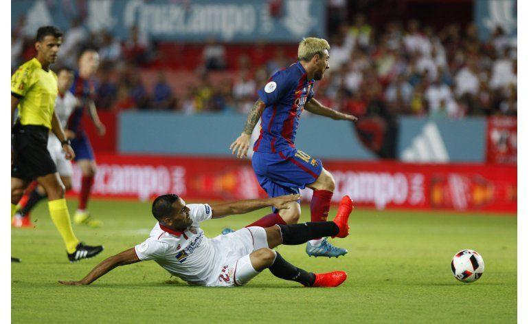 Con gol de Suárez, Barcelona golpea primero en la Supercopa