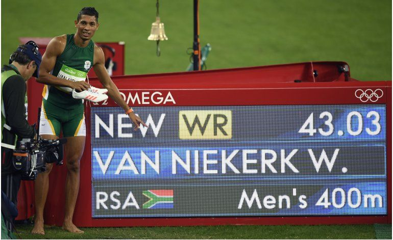 Sudafricano van Niekerk, record mundial y oro en los 400