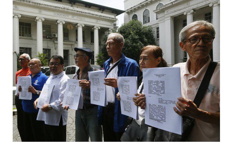 Piden a corte filipina que vete sepelio de Marcos como héroe