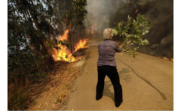 Portugal, España bregan por apagar incendios forestales
