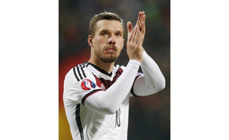 Lukas Podolski se retira de selección de Alemania