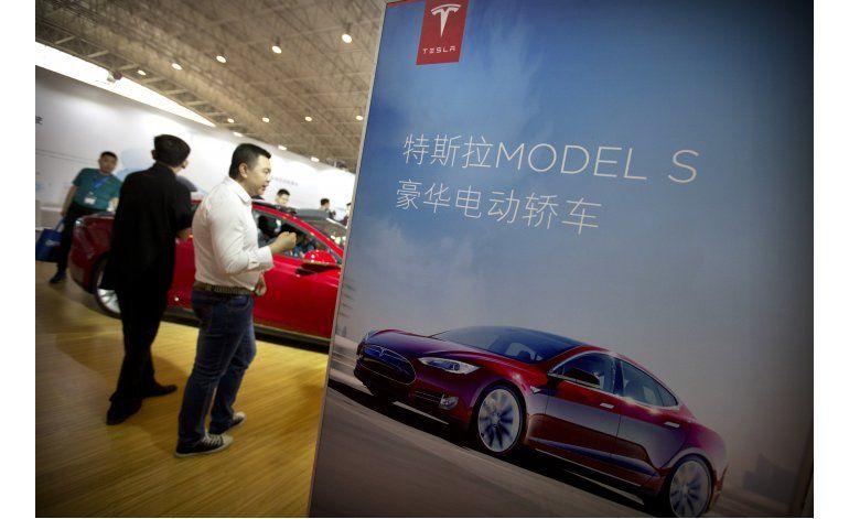 Tesla retira por error el término Autopilot en China