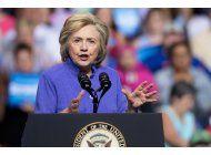 clinton: que se aclare vinculo de asesor de trump con rusia