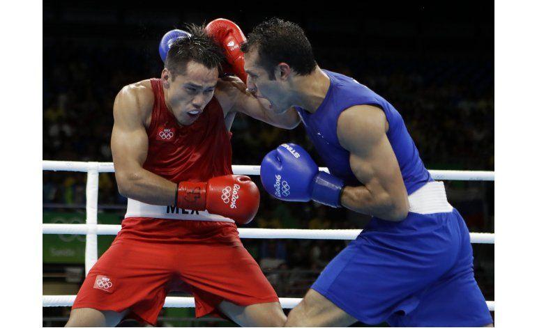 Rodríguez gana en boxeo y asegura primera medalla de México