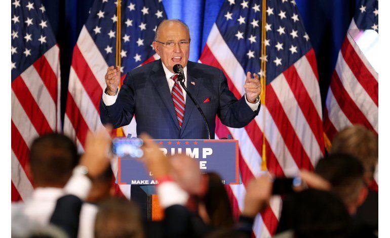 Giuliani apoya a Trump y parece olvidar el 11 de septiembre