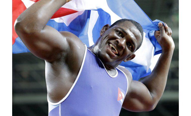 Cubano Mijaín López gana su tercer oro consecutivo en lucha
