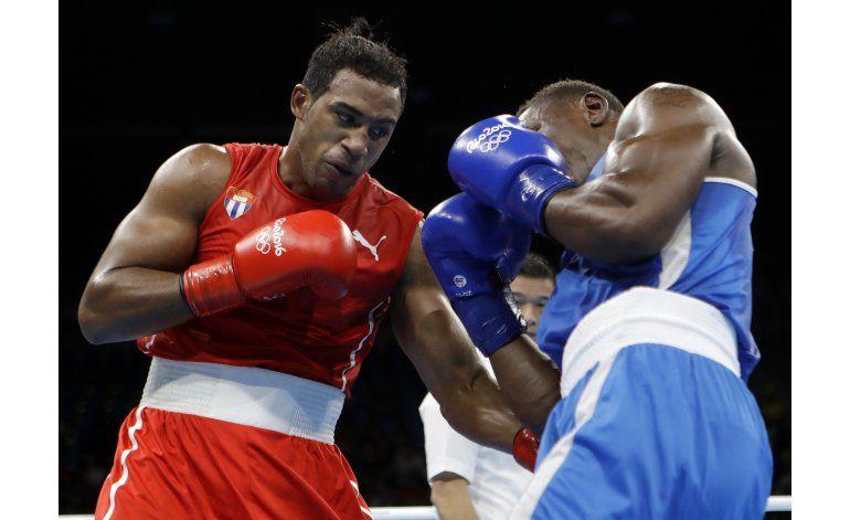 Cubano López despacha fácil a rival y avanza a semis en box