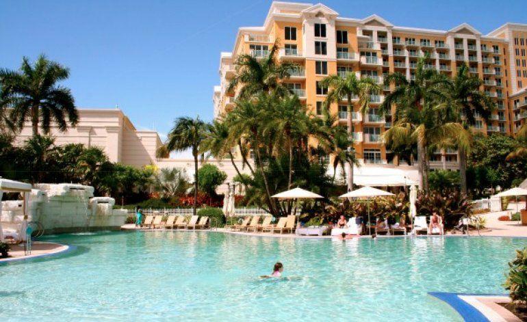 Cubanos desembarcan en las inmediaciones de un lujoso hotel de Miami
