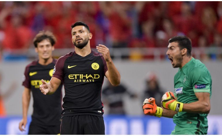 Con tripleta de Agüero, Man City acaricia la Champions