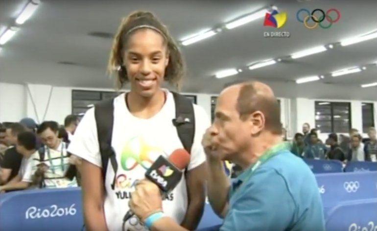 Periodista de TVES obliga a deportista venezolana a dedicar medalla a Maduro