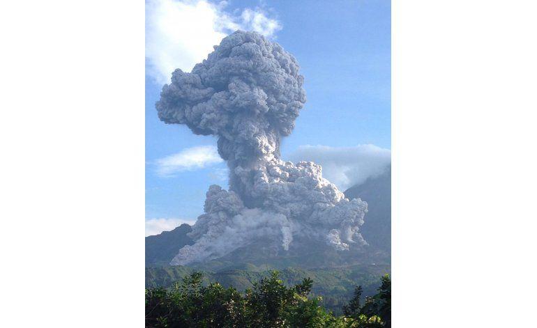 Fuerte erupción en volcán Santiaguito en Guatemala
