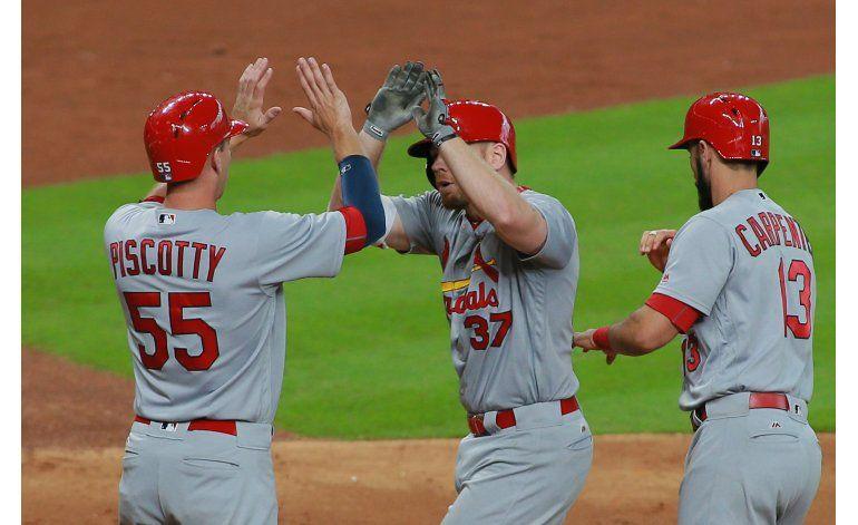 Dominicano Martínez domina a los Astros durante 7 innings