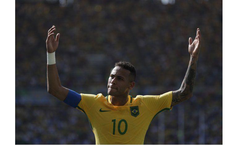 Brasil va por el oro en fútbol, Argentina sucumbe en básquet