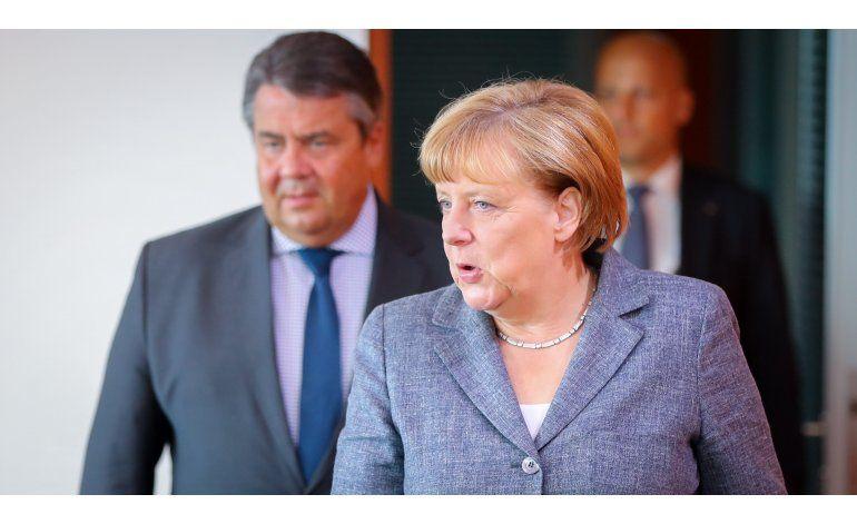 Merkel rechaza lazos entre extremismo islámico, refugiados
