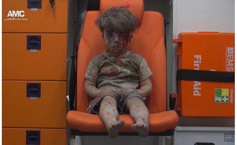 Imagen de niño sirio tras ataque en Alepo se hace viral