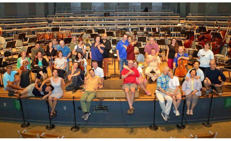 Armonía marital lleva a la felicidad musical en sinfónica