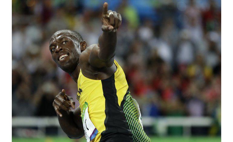 Bolt baila y gana bajo la lluvia en 200 y ya otea noveno oro