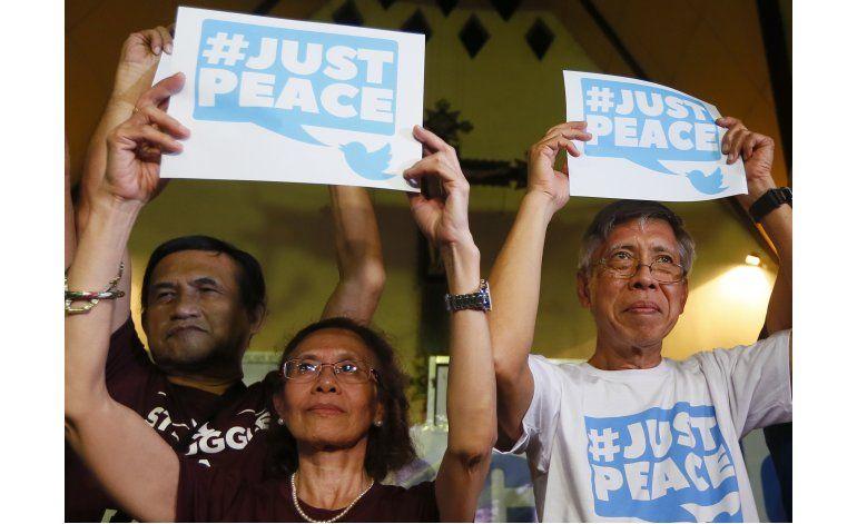 Filipinas libera líderes rebeldes para conversaciones de paz